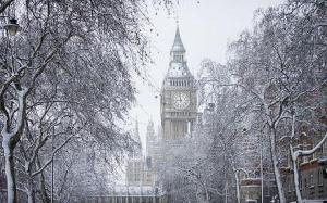 London's Big Ben covered in snow