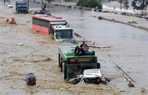 Floodwaters strand motorists in Istanbul