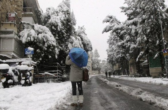 A rare snowfall hits Jerusalem, 10 Jan 2012 (Reuters)