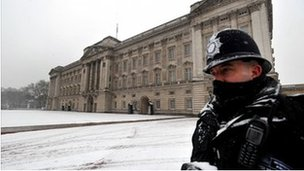 Snow in central London, 18 Jan 2013 (BBC)