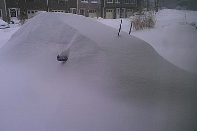 A car buried in snow in Massachusetts, USA (Accuweather.com)
