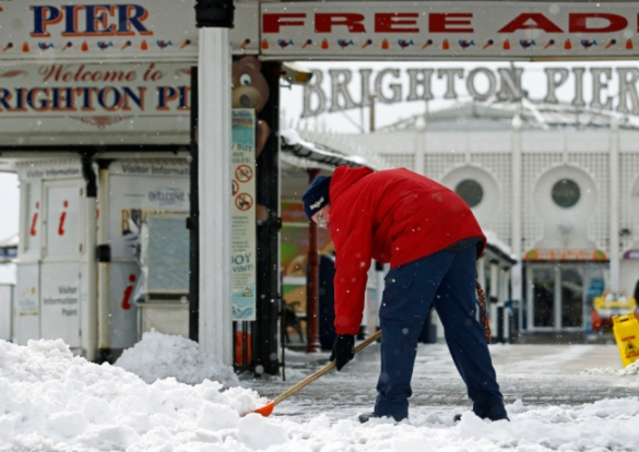 Snow being shoveled in Brighton, England, UK, 12 March 2013 (Reuters)