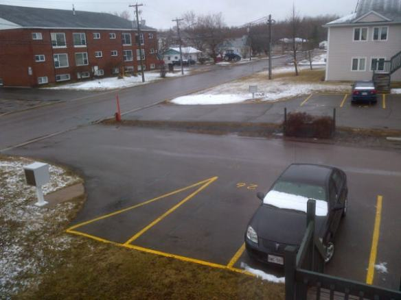 Snow in NE Moncton, 14 April 2013 (Dearing)