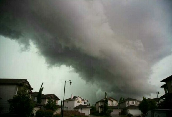 Eerie clouds over Edmonton, AB, 12 June 2013 (Courtesy Virgin Radio Edmonton)