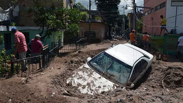 A car buried in mud after flooding in Chilpancingo, Mexico, 19 Sept 2013 (AP)