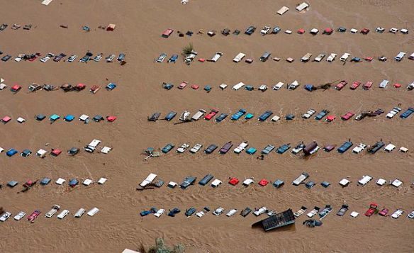 Vehicles submerged by flooding near Greeley, Colorado, USA, 14 Sept 2013 (AP)