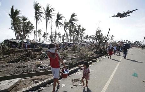 Tacloban City, Philippines in ruins, 11 Nov 2013 (AP)