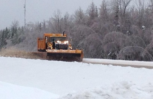 Snowplow clears Highway 7 in Southern New Brunswick, 23 Dec 2013 (Twitter)