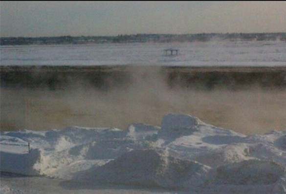 Cold air collides with the relatively warm water of the Petitcodiac River in Moncton, 02 Jan 2014