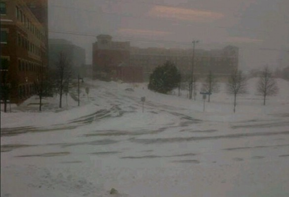 Downtown Moncton is quiet during blizzard, 16 Feb 2014 (Dearing)