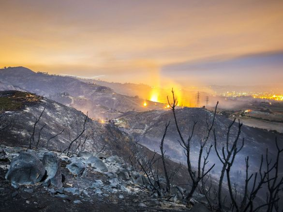 Wildfires in the hills of San Marcos, CA, USA, 16 May 2014 (Stuart Palley/EPA)