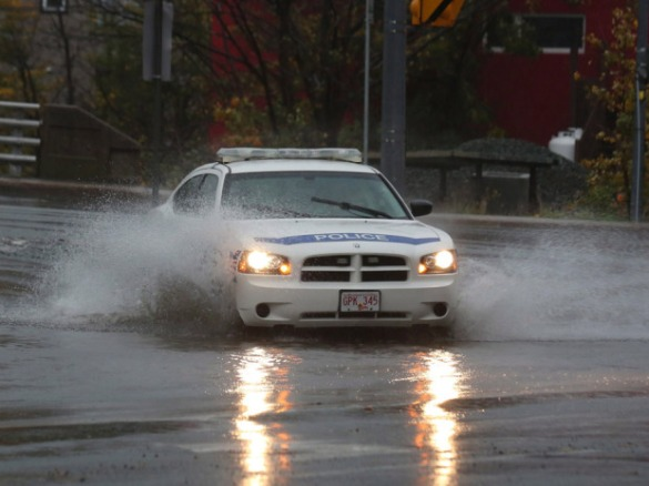Police car wades through street flooding in St. John's, NL, 19 Oct 2014 (CP)