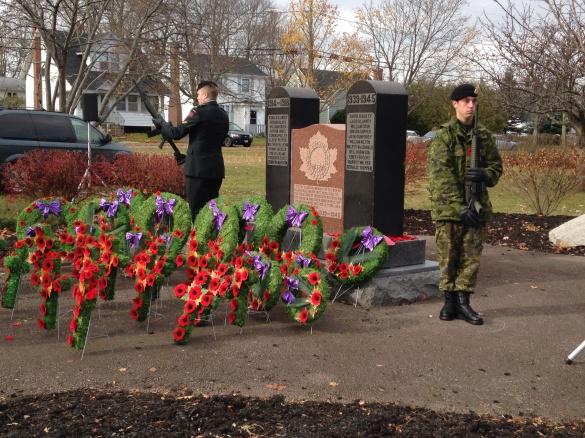 Sunny Brae cenotaph, Moncton, NB, 11 Nov 2014 (Dearing)
