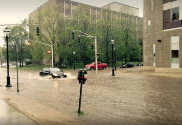 Flash flooding amid a severe thunderstorm in Fredericton, 28 May 2015 (Twitter)